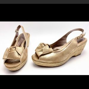 Sofft wedge gold sandals